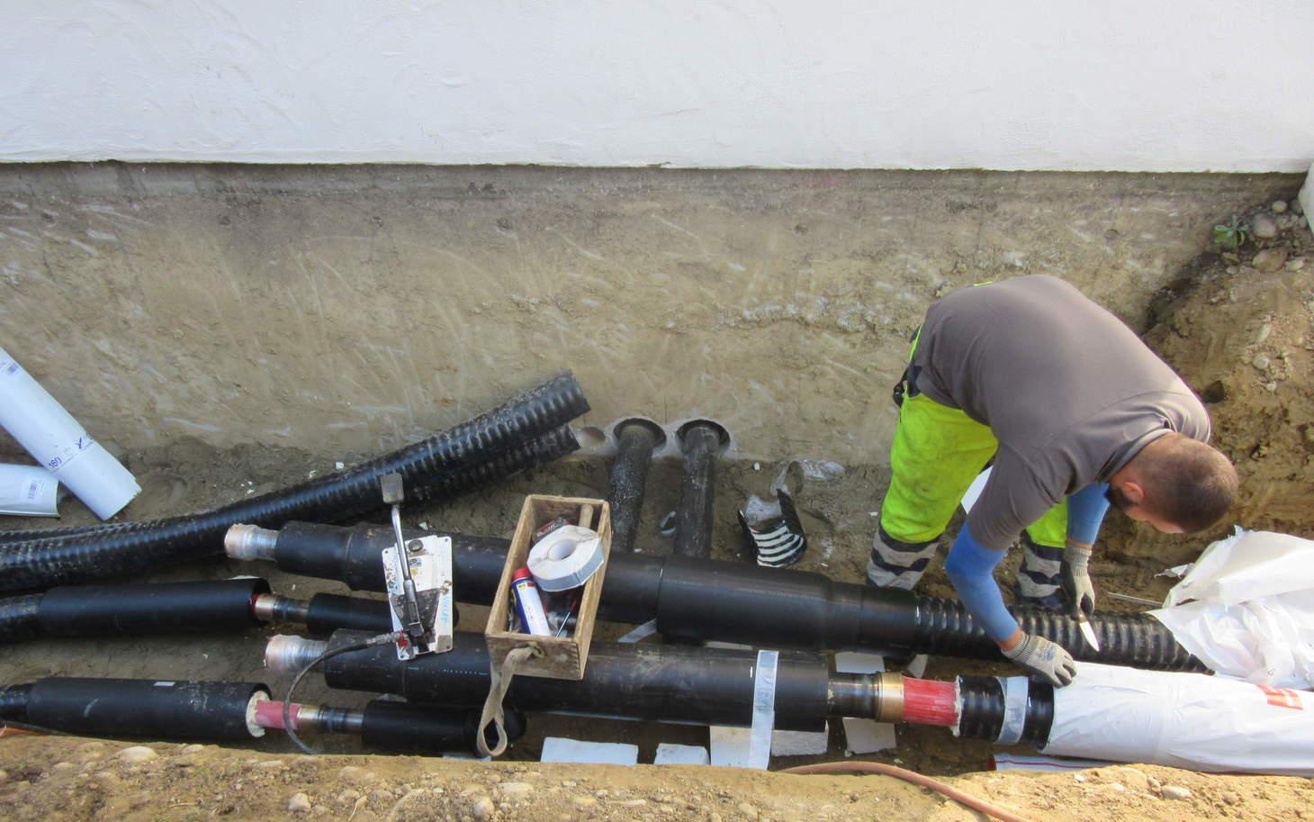 Rohrleitungen von der Heizzentrale zu den Häusern