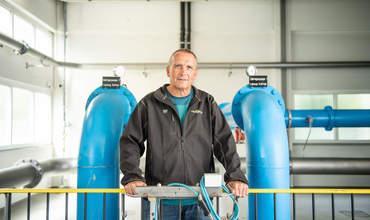 Brunnenmeister im Wasserreservoir