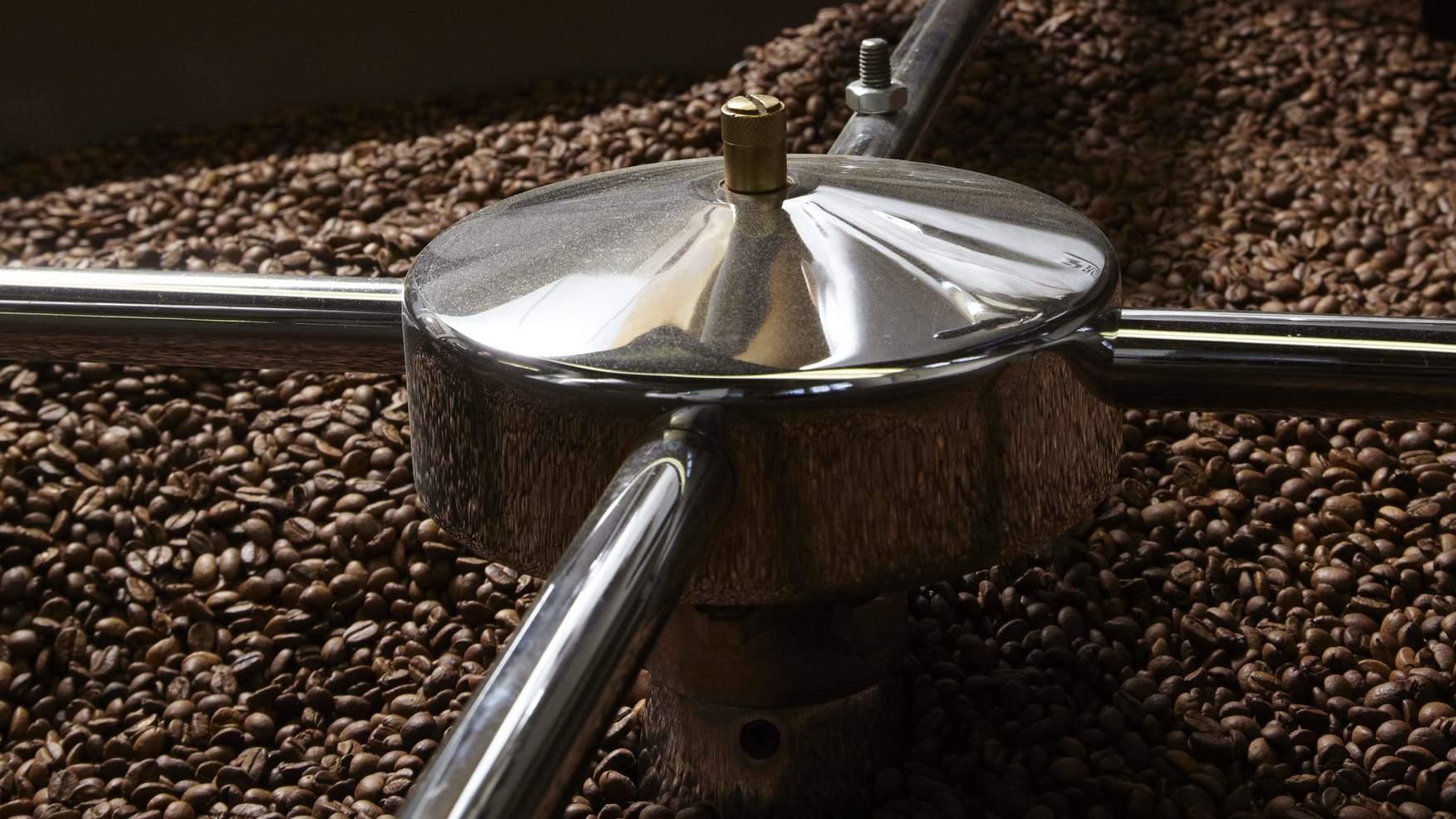 Kaffeebohnen in der Rösterei Oetterli & Co. AG