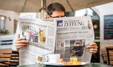 Mann liest die Solothurner Zeitung