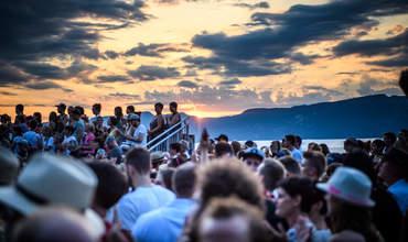 Konzertfoto vom Openair Etziken bei Sonnenuntergang