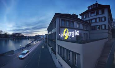 Regio Energie Solothurn Firmengebäude in der Abenddämmerung